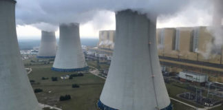 Clima, verso la Cop24. Greenpeace scala centrale a carbone